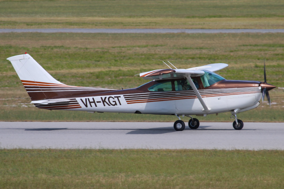 VH-KGT Cessna TR182 Turbo Skylane RG (MSN R18201623) owned by Timothy Davies, at Jandakot Airport - Sun 27 October 2013.