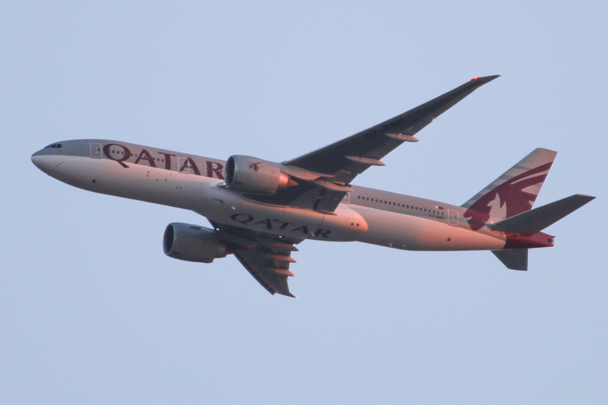 "A7-BBB Boeing 777-2DZ LR (MSN 36013/762) of Qatar Airways (leased from Al Qaraien Leasing), named ""Gaza"", over the northern suburbs of Perth - Tue 29 October 2013."