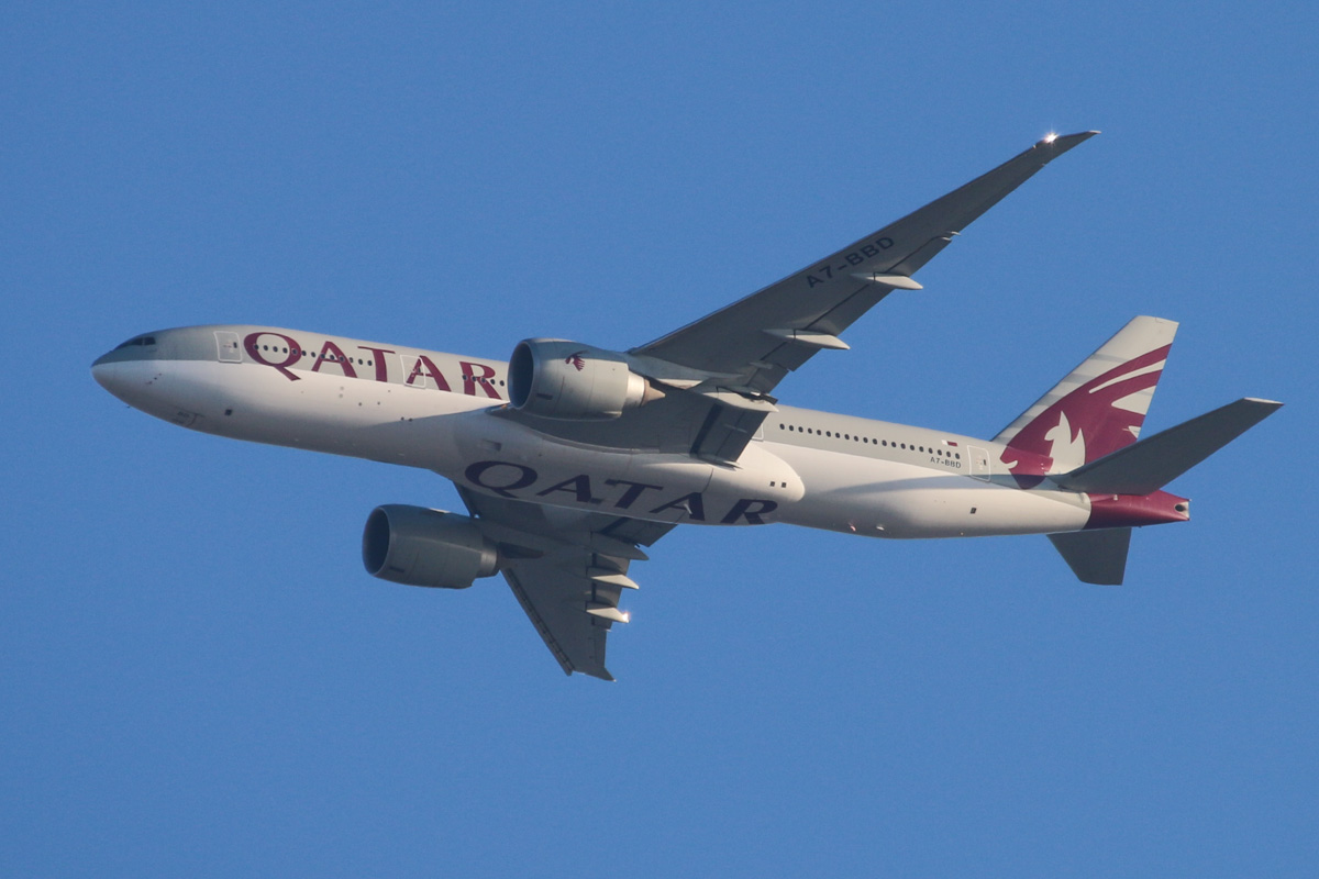 "A7-BBD Boeing 777-2DZ LR (MSN 36016/831) of Qatar Airways, named ""Al Zoor"", over the northern suburbs of Perth - Fri 1 November 2013."