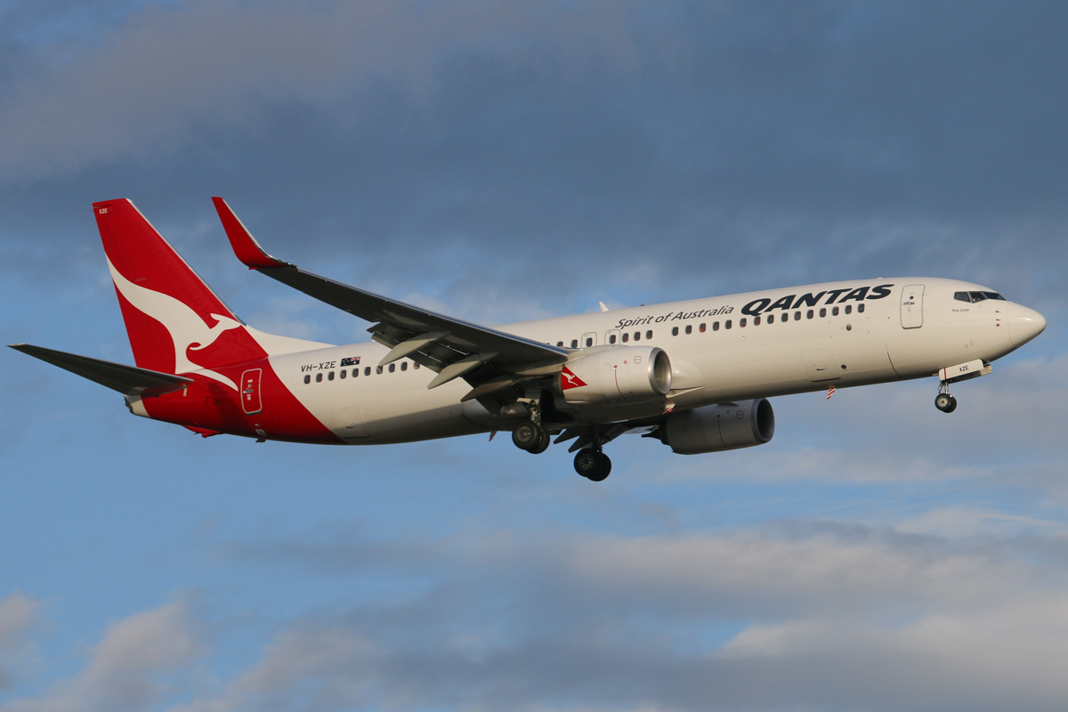"VH-XZE Boeing 737-838 (MSN 39369/4421) of Qantas, named ""Pine Creek"", at Perth Airport - Wed 6 November 2013."