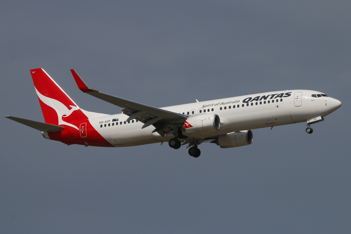 "VH-XZF Boeing 737-838 (MSN 39370/4450) of Qantas, named ""Cygnet"", at Perth Airport - Wed 6 November 2013."