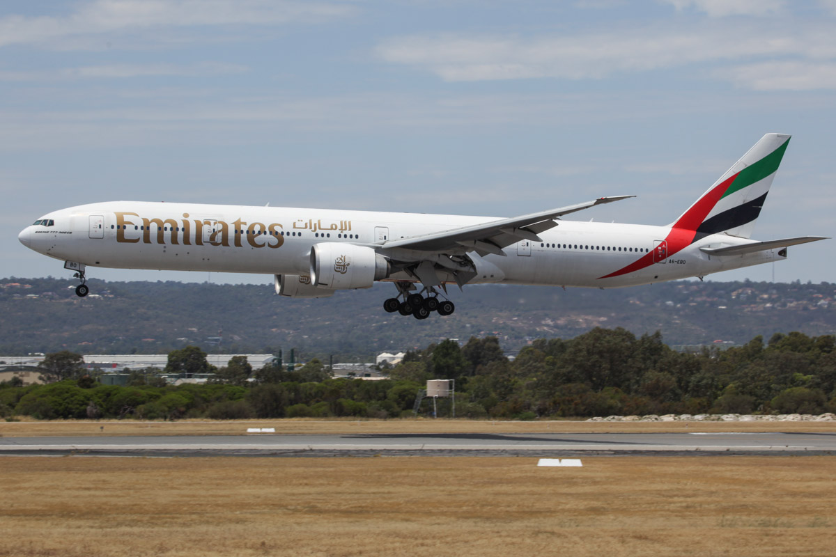 A6-EBO Boeing 777-31HER (MSN 32792/568) of Emirates (leased from GECAS) at Perth Airport – Sat 16 November 2013.