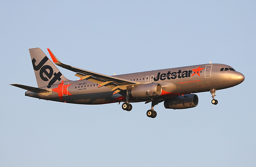 VH-VFT Airbus A320 (sharklets) (MSN 5532) of Jetstar (leased from BOC Aviation), at Perth Airport - Sun 17 November 2013.