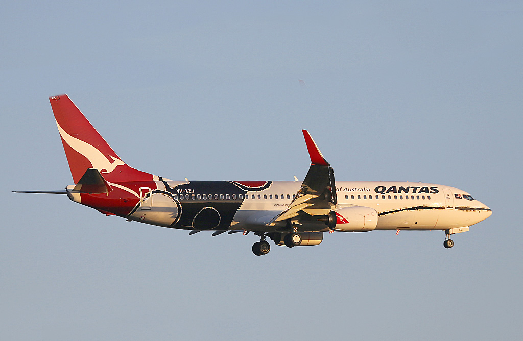 "VH-XZJ Boeing 737-838 (MSN 39365/4669) of Qantas, in ""Mendoowoorrji"""" Aboriginal art livery, at Perth Airport - Sun 17 November 2013."