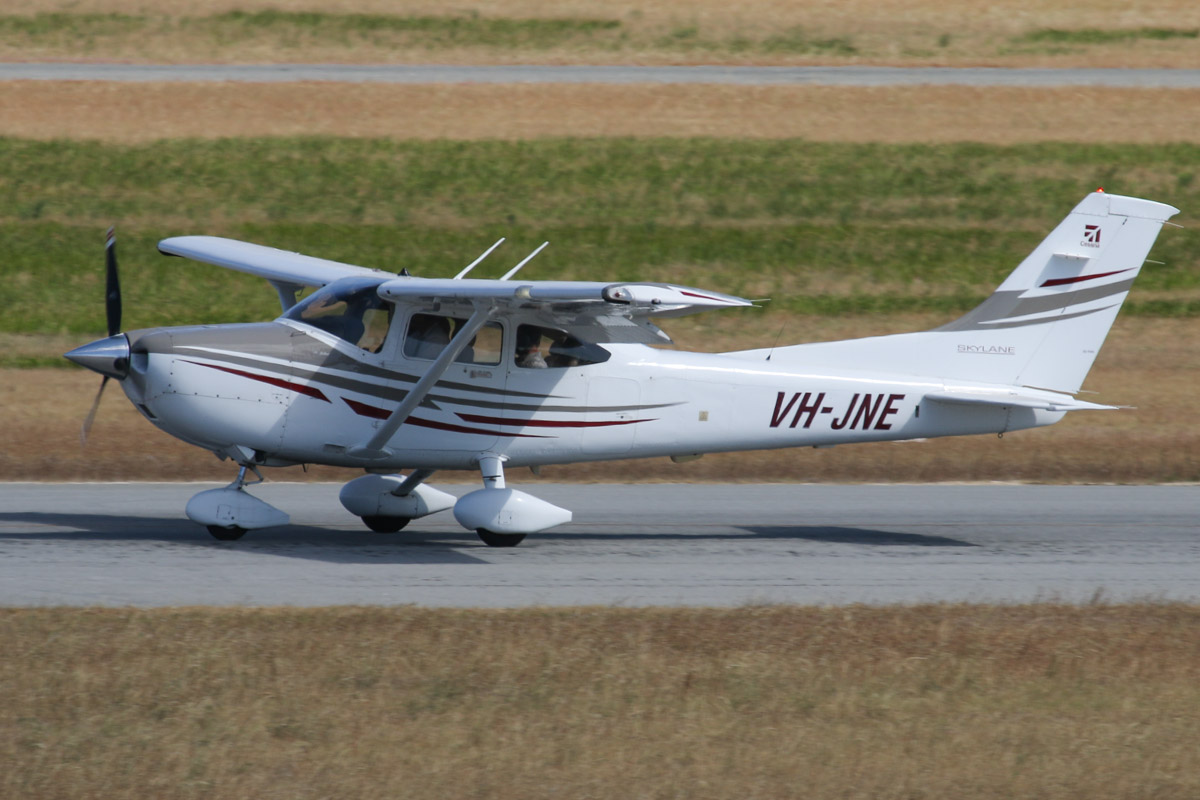 VH-JNE Cessna 182T Skylane (MSN 18281551) owned by Networkcity Pty Ltd at Jandakot Airport - Thu 21 November 2013.