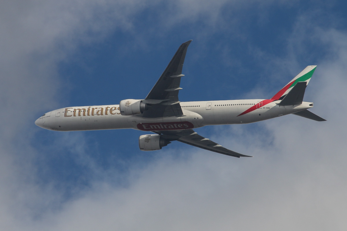 A6-EBN Boeing 777-31H ER (MSN 32791/560) of Emirates (leased from GECAS) over the northern suburbs of Perth - Sat 23 November 2013.