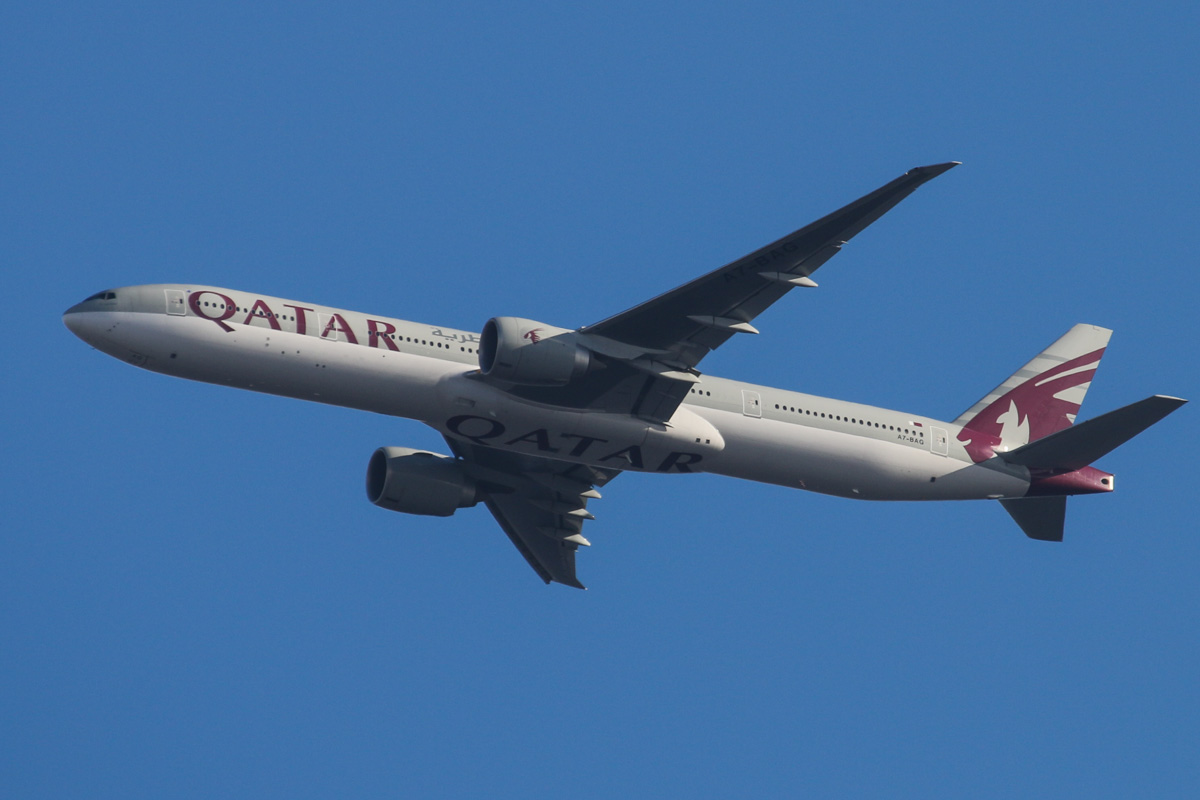 "A7-BAG Boeing 777-3DZ ER (MSN 36014/819) of Qatar Airways, named ""Littoriya"" over the northern suburbs of Perth - Sat 23 November 2013."
