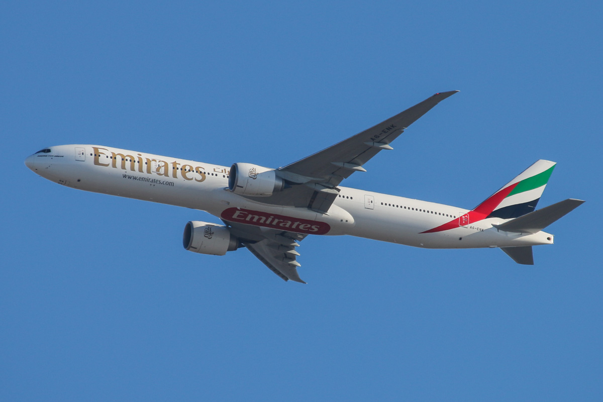 A6-ENK Boeing 777-31HER (MSN 38991/1116) owned by Emirates, over the northern suburbs of Perth - Wed 27 November 2013.