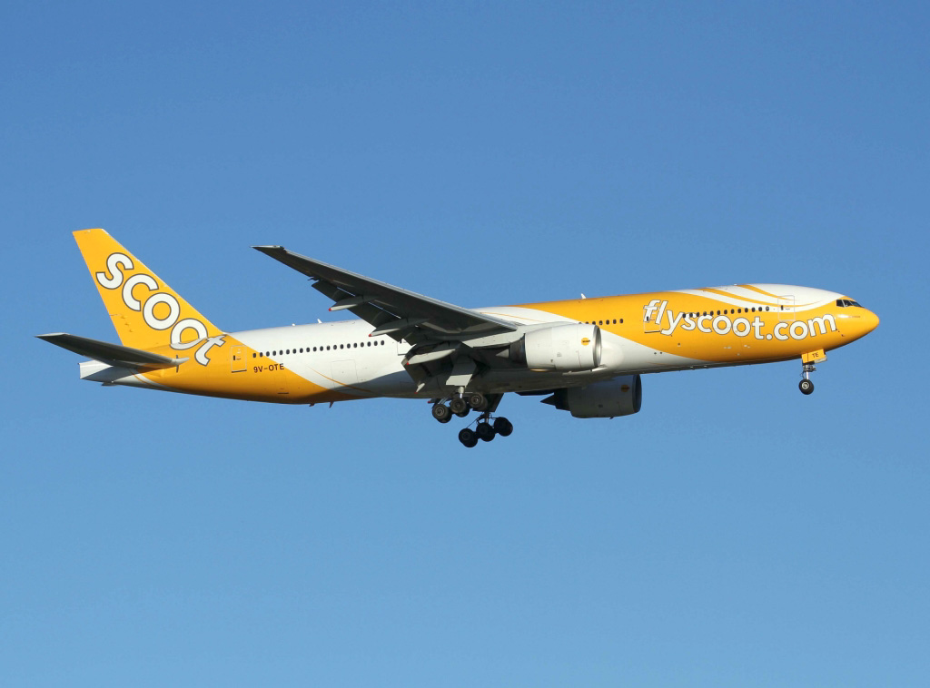 """9V-OTE Boeing 777-212ER (MSN 28519/237) of Scoot, named """"Scootalicious"""", at Perth Airport - Thursday 12 December 2013."""