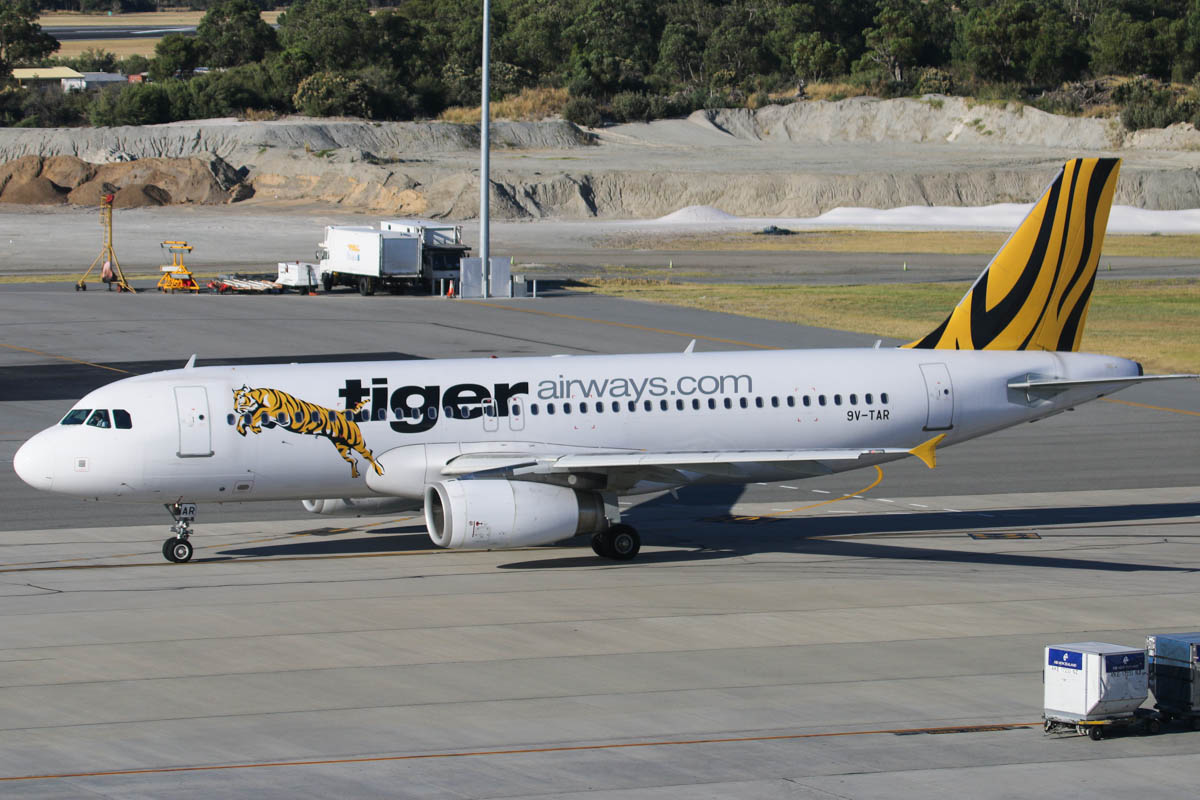 9V-TAR Airbus A320-232 (MSN 4491) of Tigerair (Singapore), in the old Tiger Airways livery, at Perth Airport - Thu 12 December 2013