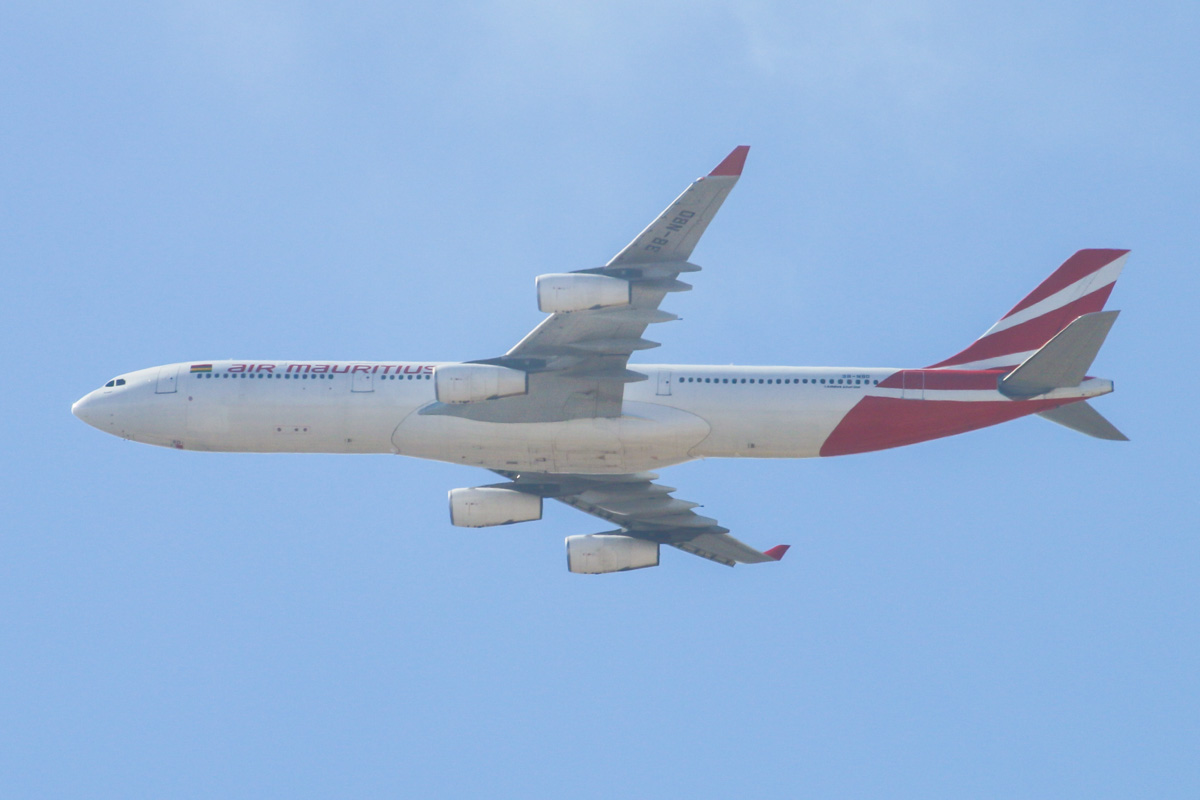 3B-NBD Airbus A340-313X (MSN 194) of Air Mauritius, named 'Parakeet', over the northern suburbs of Perth - Tue 31 December 2013.