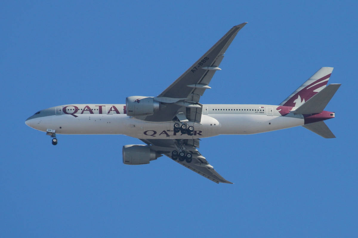 "A7-BBB Boeing 777-2DZ LR (MSN 36013/762) of Qatar Airways (leased from Al Qaraien Leasing), named ""Gaza"", over the northern suburbs of Perth – Tue 31 December 2013."