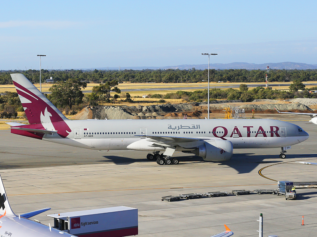"A7-BBB Boeing 777-2DZ LR (MSN 36013/762) of Qatar Airways (leased from Al Qaraien Leasing), named ""Gaza"", at Perth Airport – Tue 31 December 2013."