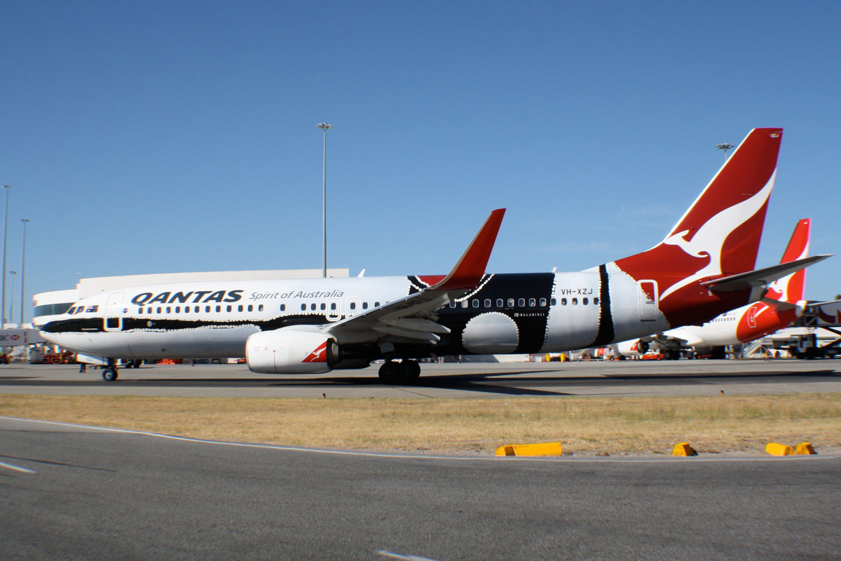 "VH-XZJ Boeing 737-838 (MSN 39365/4669) of Qantas, in ""Mendoowoorrji"""" Aboriginal art livery, at Perth Airport – Sat 4 January 2014. Photo © Wilson"