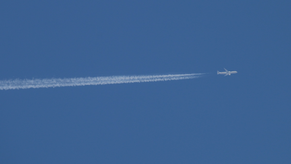 A6-ETN Boeing 777-3FXER (MSN 39689/1086) of Etihad, at 35000 feet over the northern suburbs of Perth – Wed 8 January 2014. Photo © David Eyre