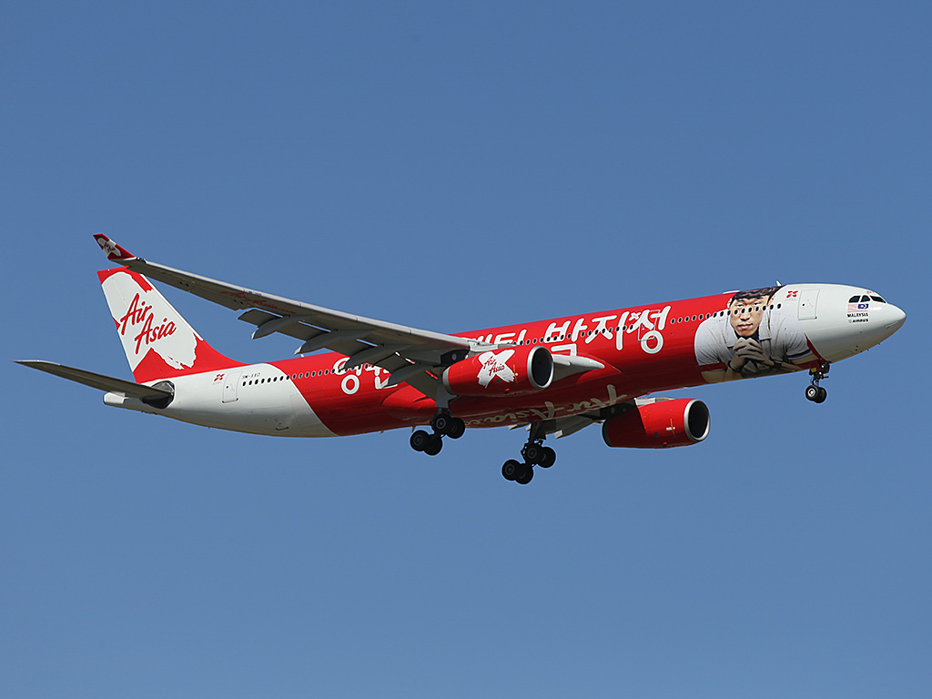 "9M-XXO Airbus A330-343X (MSN 692) of AirAsia X (leased from ILFC), with ""THANK YOU CAPTAIN PARK"" special livery, at Perth Airport - Sun 26 January 2014. Photo © Keith Anderson"