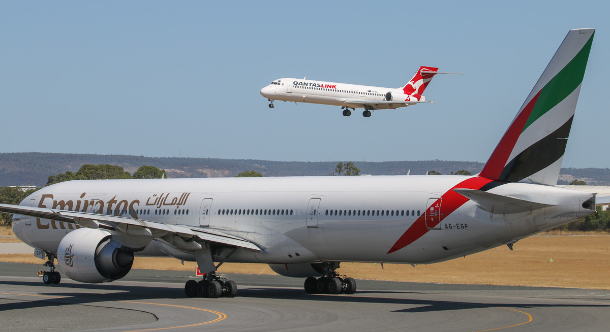 A6-EGP Boeing 777-31HER (MSN 35599/1010) of Emirates & VH-NXI Boeing 717-2K9 (MSN 55054/5013) of QantasLink at Perth Airport – Mon 3 February 2014. Photo © David Eyre