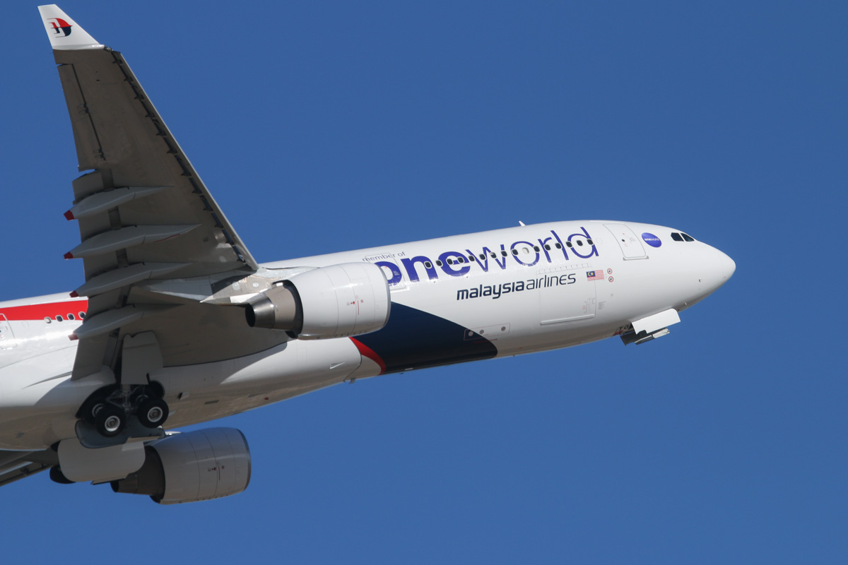 9M-MTO Airbus A330-323X (MSN 1489) of Malaysia Airlines, with Oneworld titles, at Perth Airport - Wed 5 February 2014. Photo © David Eyre