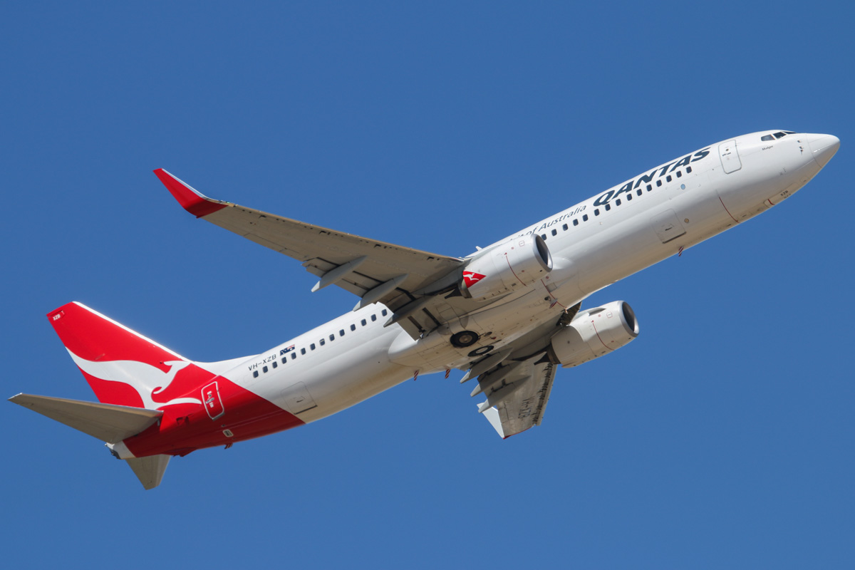 "VH-XZB Boeing 737-838 (MSN 39360/4192) of Qantas, named ""Mudgee"" at Perth Airport - Wed 5 February 2014. Photo © David Eyre"