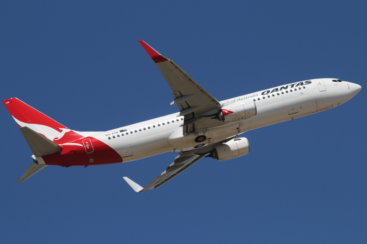 """VH-XZB Boeing 737-838 (MSN 39360/4192) of Qantas, named """"Mudgee"""" at Perth Airport - Wed 5 February 2014. Photo © David Eyre"""