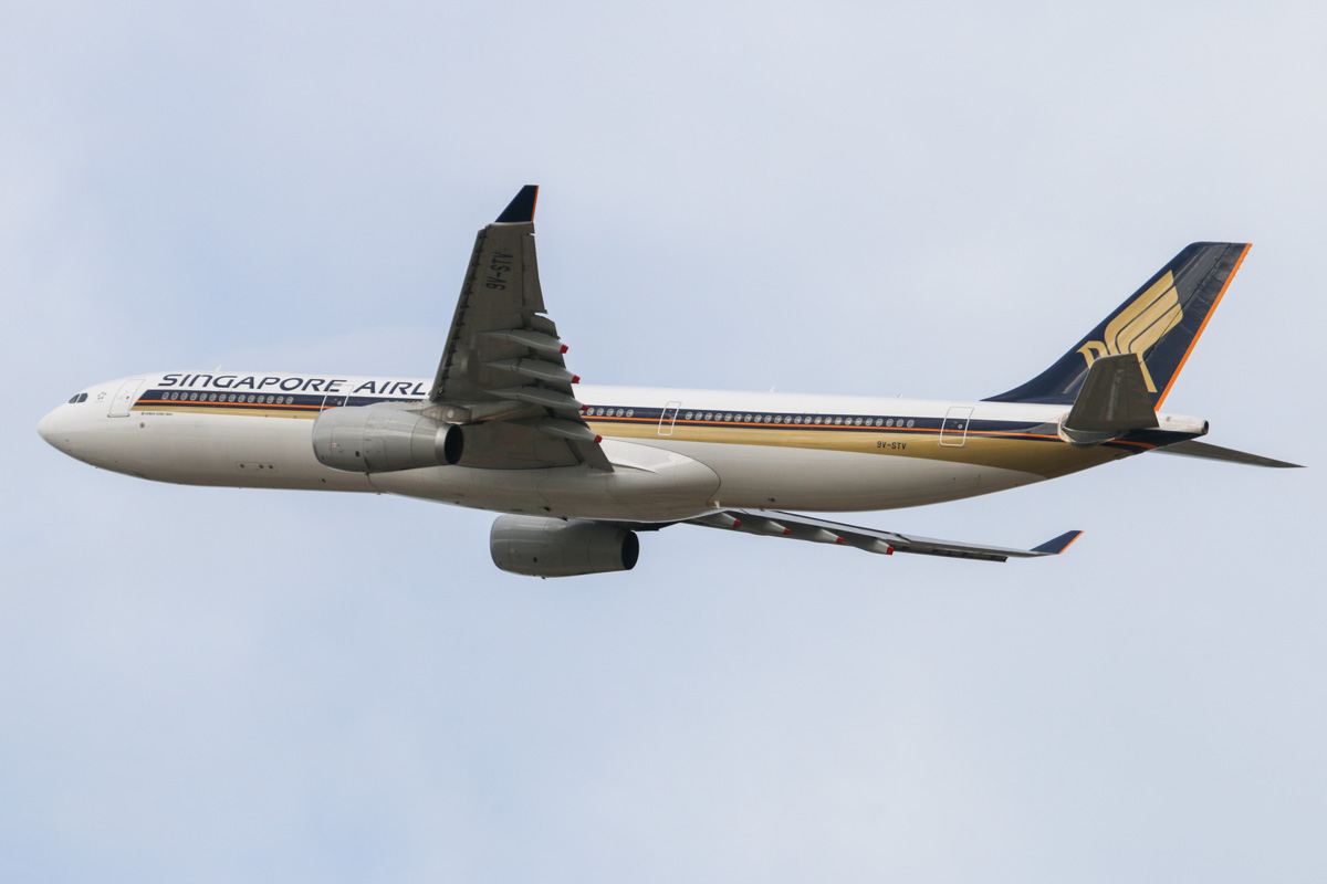 9V-STV Airbus A330-343X (MSN 1427) of Singapore Airlines, at Perth Airport – Wed 12 February 2014. Photo © David Eyre