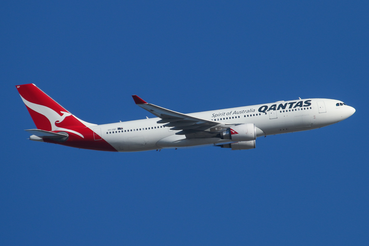 "VH-EBP Airbus A330-202 (MSN 1174) of Qantas, named ""Ningaloo Valley"", over Middle Swan - Fri 14 February 2014. Photo © David Eyre"