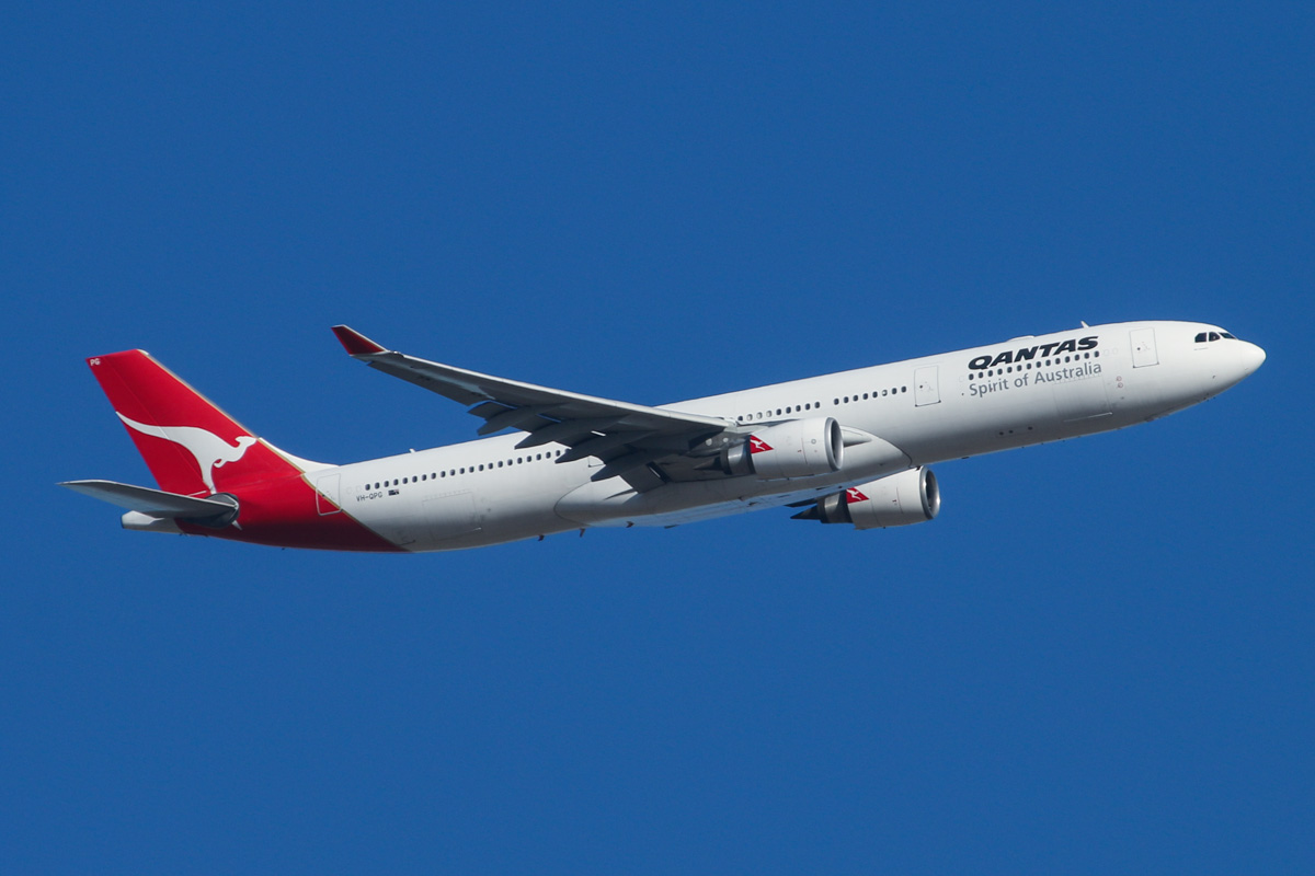 "VH-QPG Airbus A330-303 (MSN 603) of Qantas, named ""Mt Gambier"" over Middle Swan - Fri 14 February 2014. Photo © David Eyre"