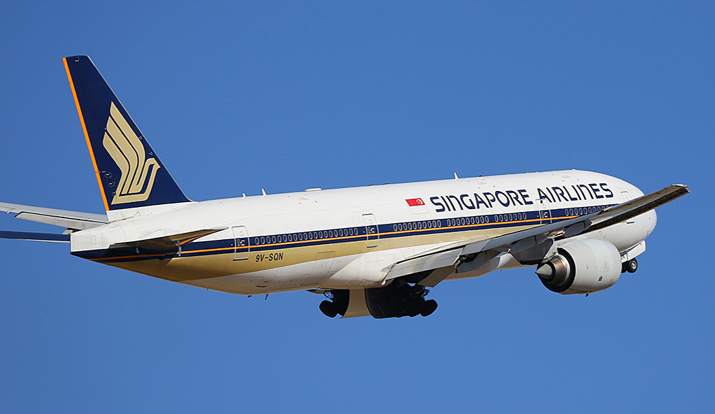 9V-SQN Boeing 777-212ER (MSN 33373/487) of Singapore Airlines at Perth Airport - Wed 19 February 2014. Photo © Keith Anderson