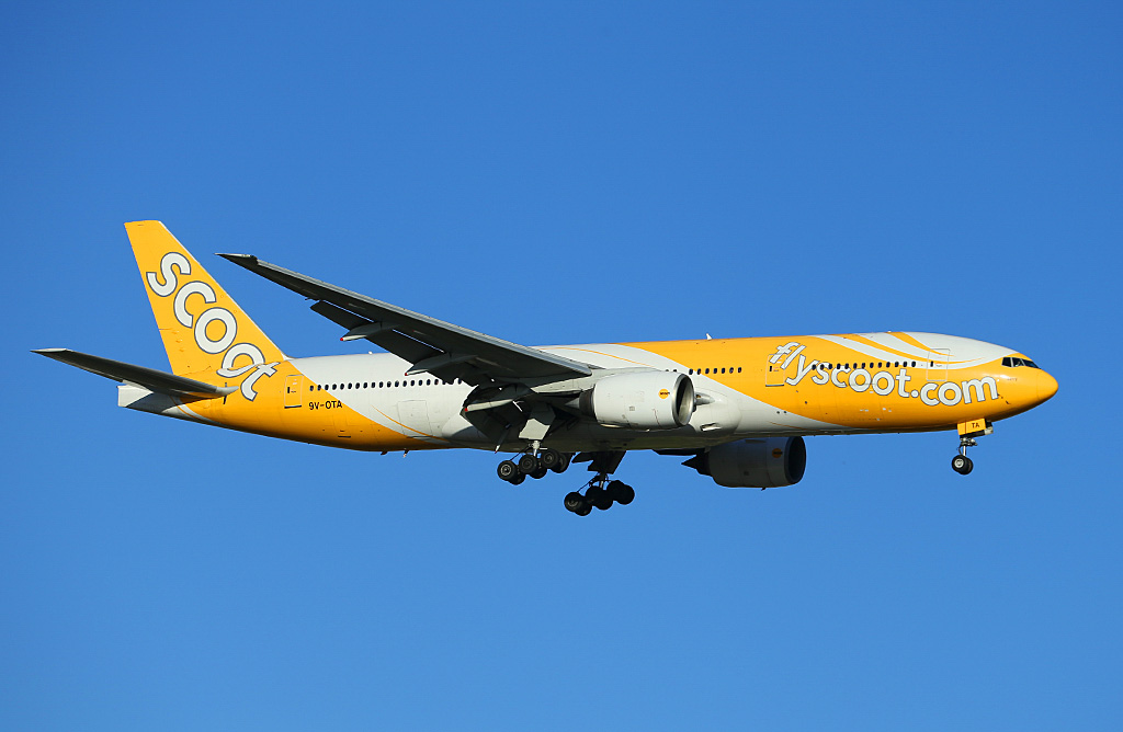 "9V-OTA Boeing 777-212ER (MSN 28507/67) of Scoot, named ""Barry"", at Perth Airport – Sat 22 February 2014. Photo © Keith Anderson"