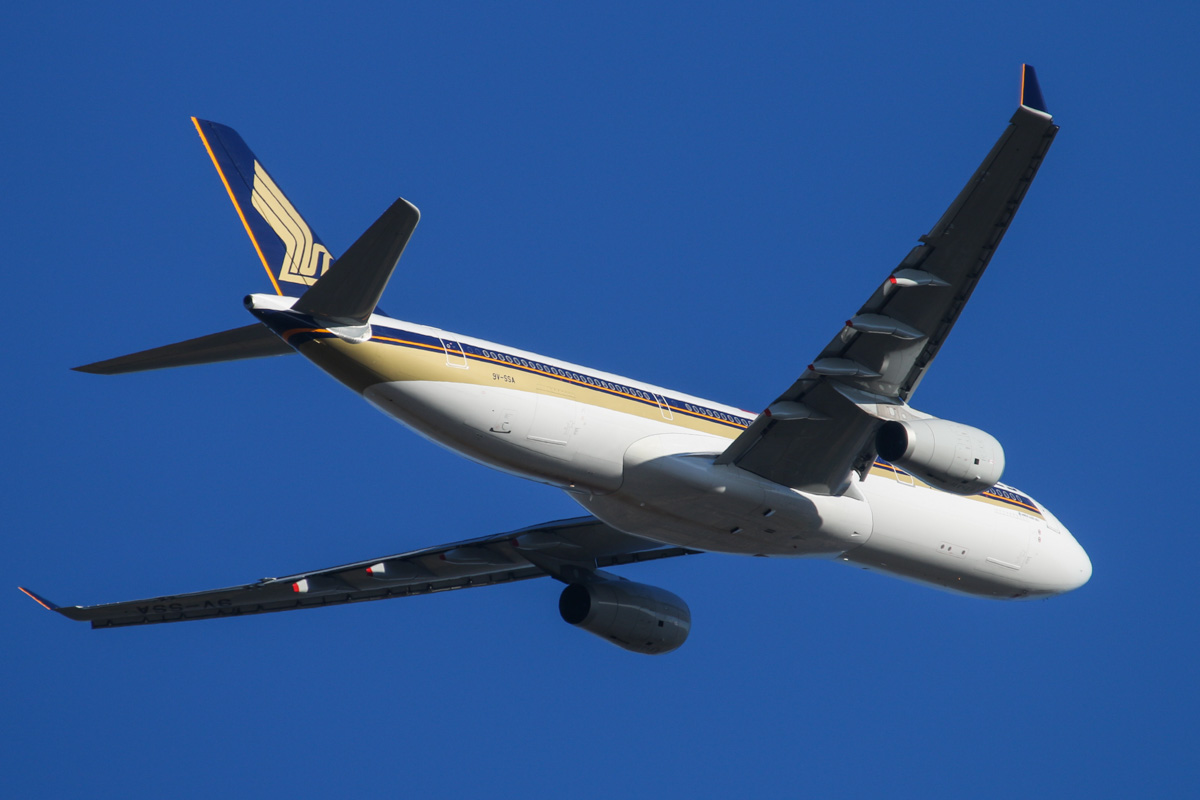 9V-SSA Airbus A330-343X (MSN 1485) of Singapore Airlines at Perth Airport - Thu 27 February 2014. Photo © David Eyre