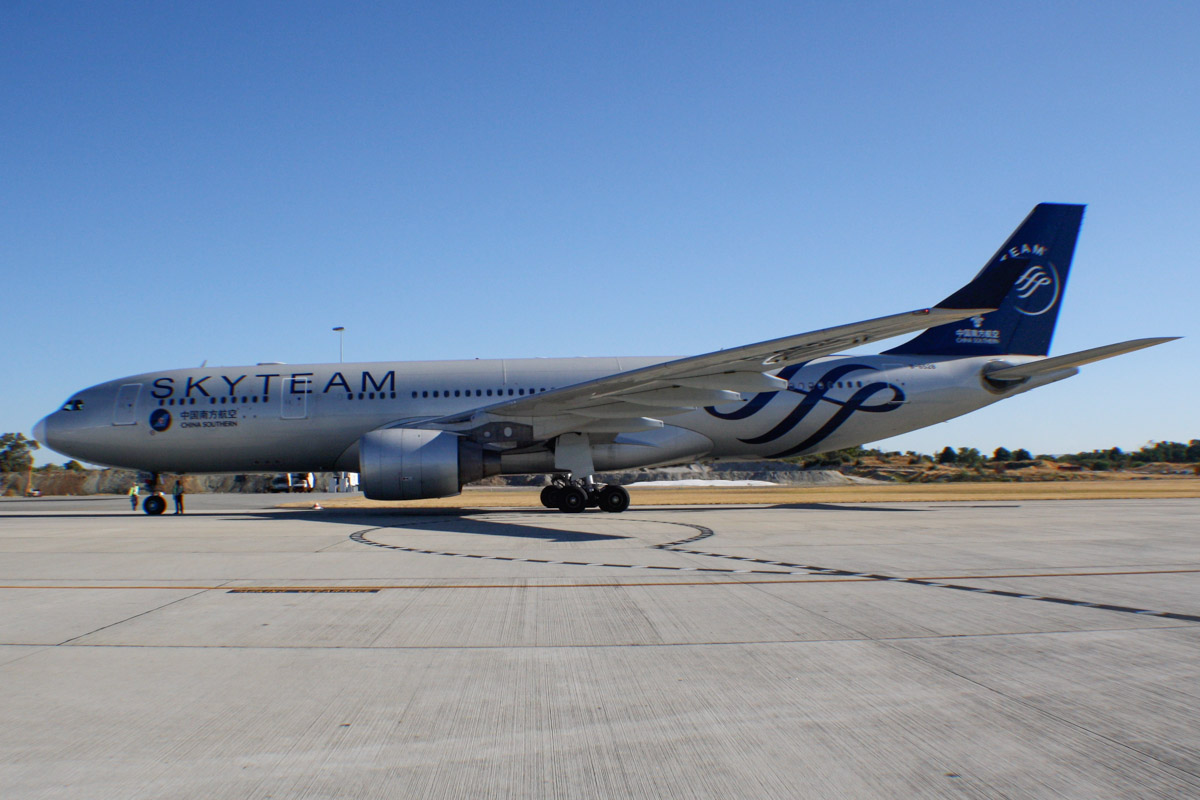 B-6528 Airbus A330-223 (MSN 1202) of China Southern, in Skyteam special livery at Perth Airport – Fri 28 February 2014. Photo © Wilson
