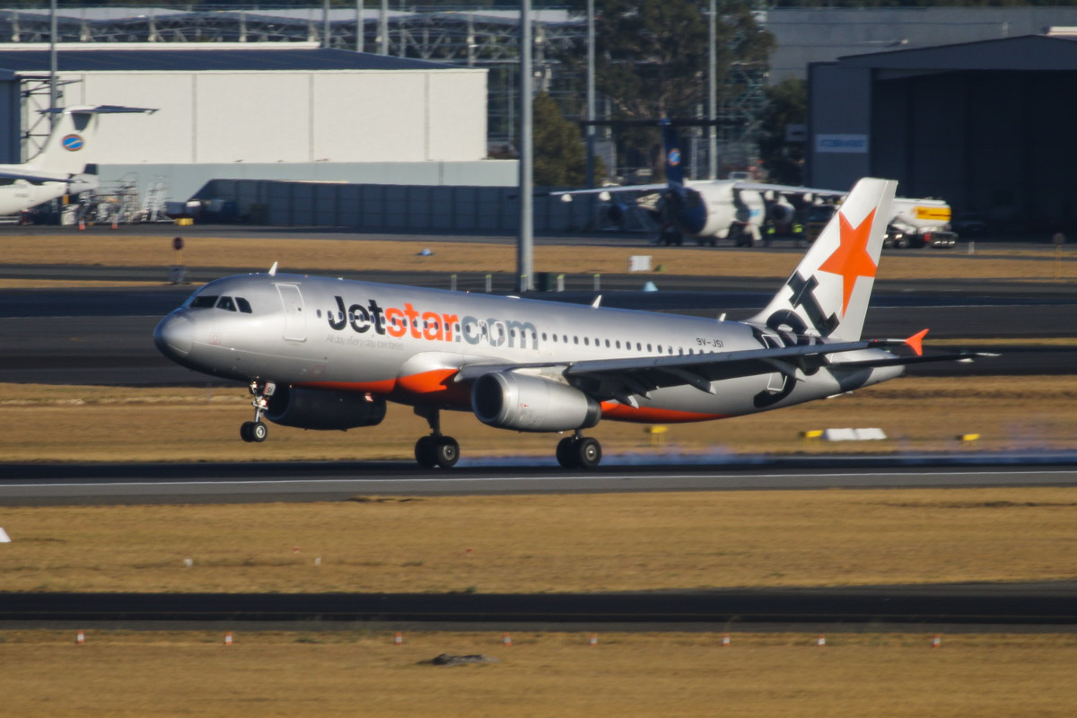 9V-JSI Airbus A320-232 (MSN 4443) of Jetstar Asia at Perth Airport – Mon 17 March 2014. Photo © David Eyre