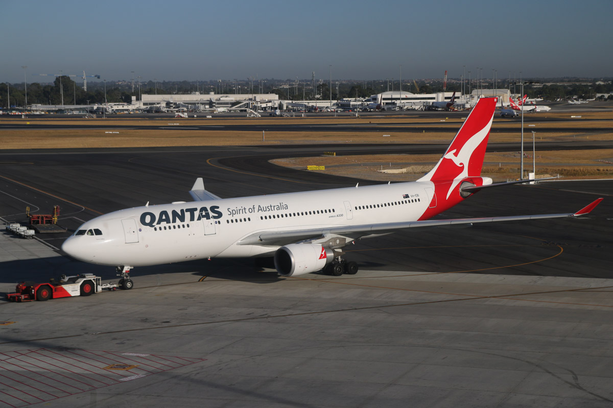 "VH-EBI Airbus A330-202 (MSN 898) Qantas, named ""Yarra Valley"", at Perth Airport – Mon 17 March 2014. Photo © David Eyre"