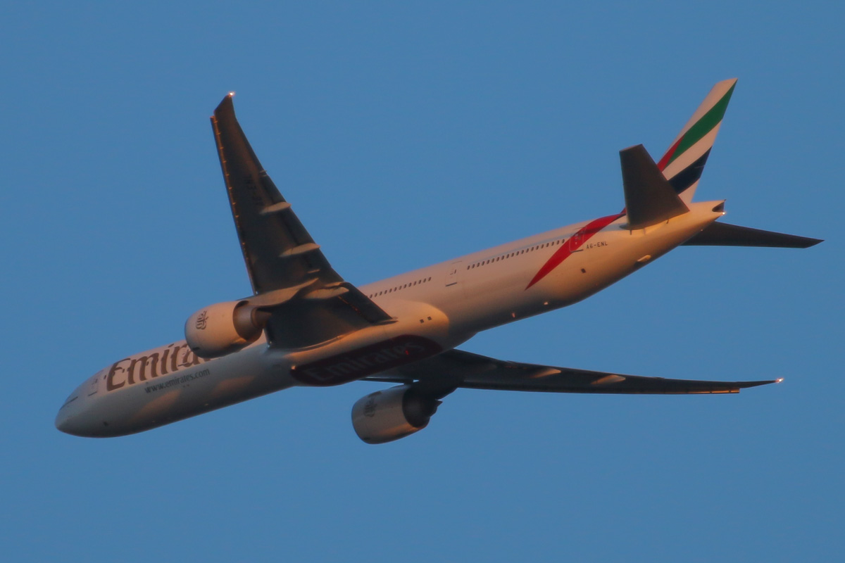 A6-ENL Boeing 777-31HER (MSN 41370/1130) of Emirates, over the northern suburbs of Perth – Thu 20 March 2014. Photo © David Eyre
