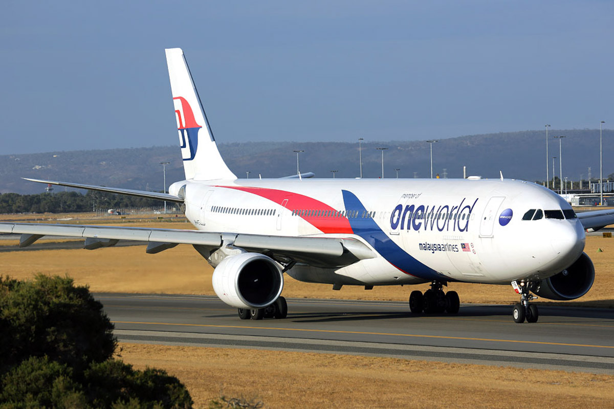 9M-MTE Airbus A330-343X (MSN 1243) Malaysia Airlines in Oneworld livery, at Perth Airport - Fri 21 March 2014. Photo © Ian Moy