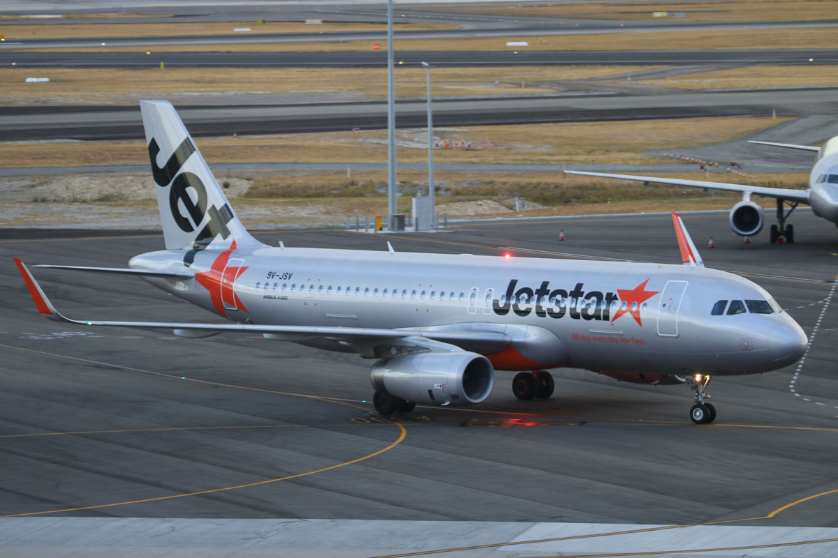 9V-JSV Airbus A320-232 (sharklets) (MSN 5813) of Jetstar Asia, at Perth Airport – Fri 21 March 2014. Photo © David Eyre