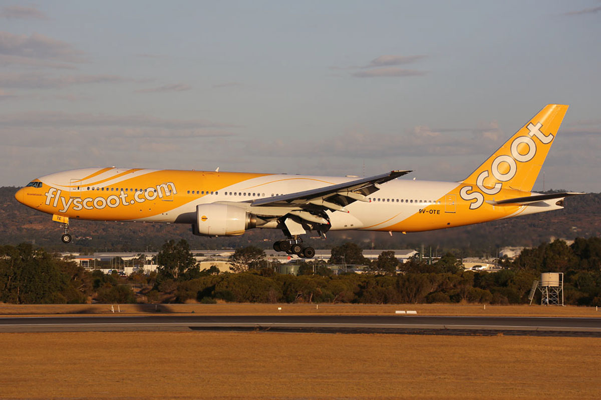 "9V-OTE Boeing 777-212ER (MSN 28519/237) of Scoot, named ""Scootalicious"", at Perth Airport – Fri 21 March 2014. Photo © Ian Moy"
