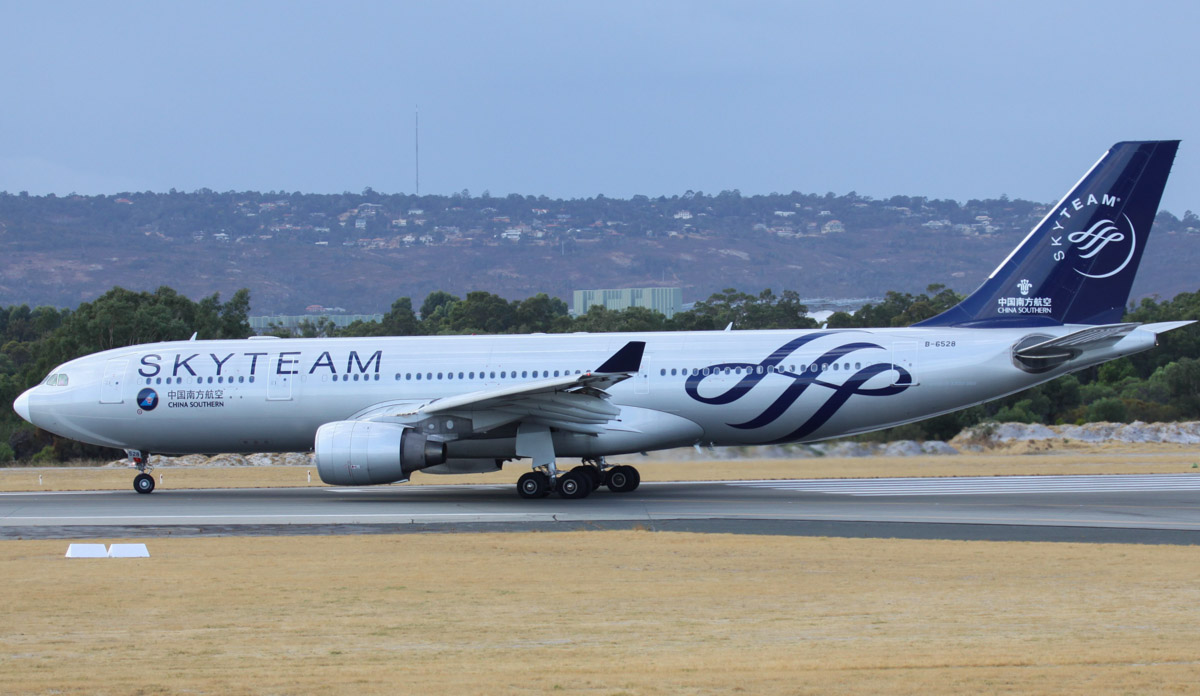 B-6528 Airbus A330-223 (MSN 1202) of China Southern, in SkyTeam livery, at Perth Airport – Fri 21 March 2014. Photo © Steve Jaksic