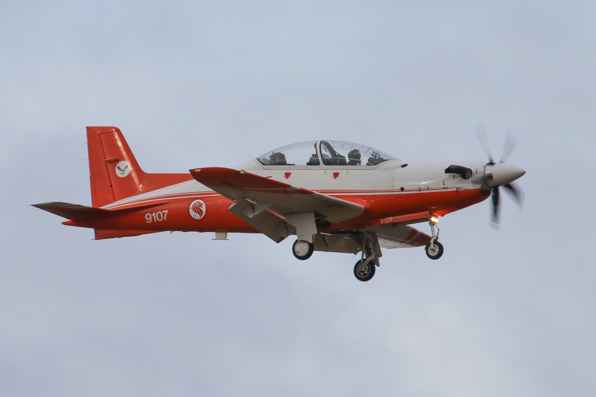 "9107 Pilatus PC-21 (MSN 115, civil reg 9V-YYG) of the Republic of Singapore Air Force, 130 ""Eagle"" Sqn, at RAAF Pearce – Wed 26 March 2014. Photo © David Eyre"