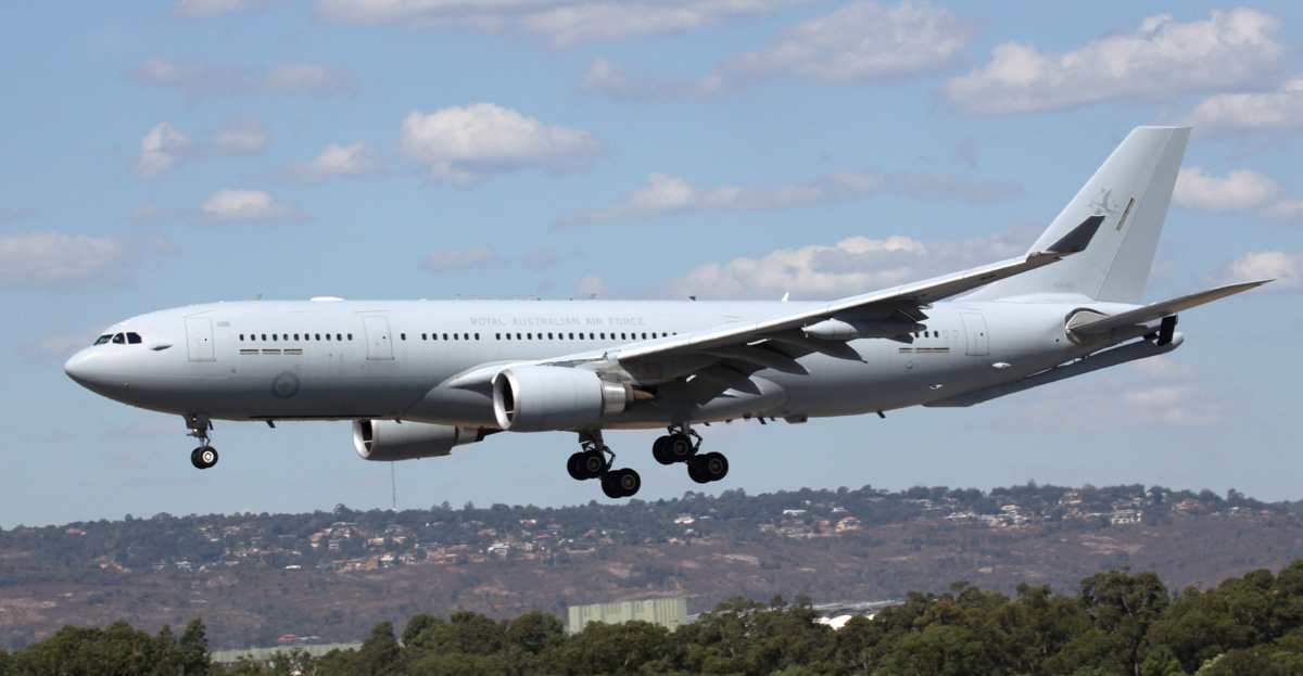 A39-003 Airbus KC-30A (A330-200MRTT) (MSN 969) of RAAF, 33 Sqn, based at Amberley, QLD, at Perth Airport – Fri 28 March 2014. Photo © Steve Jaksic