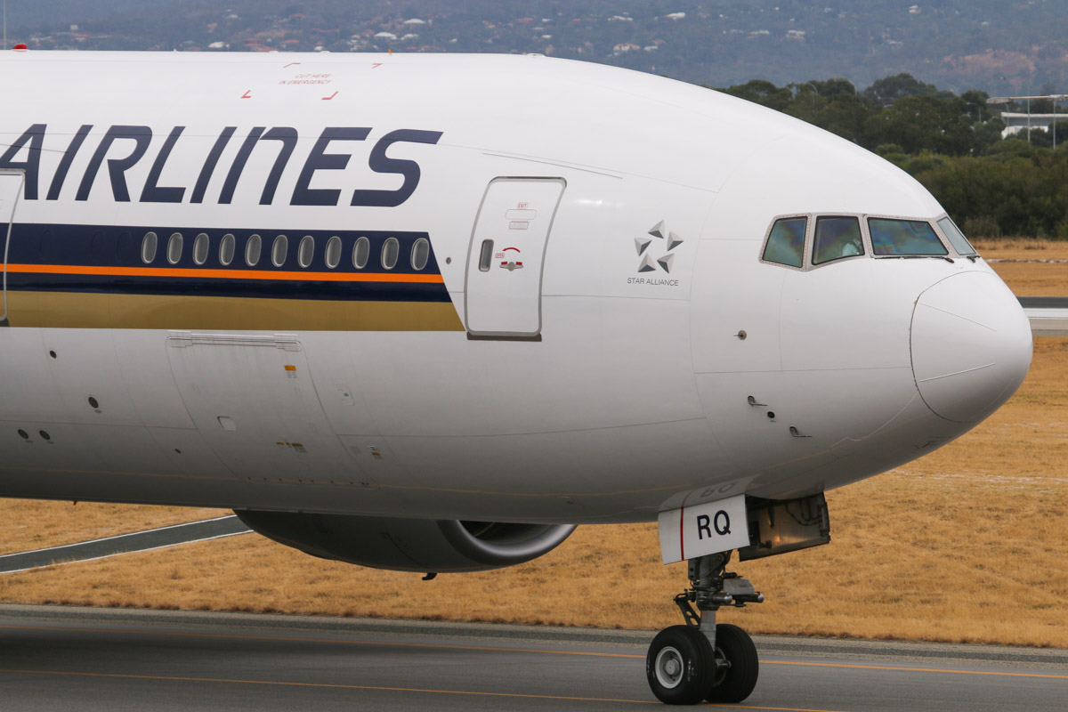 9V-SRQ Boeing 777-212ER (MSN 33373/487) of Singapore Airlines, at Perth Airport – Fri 4 April 2014. Photo © David Eyre