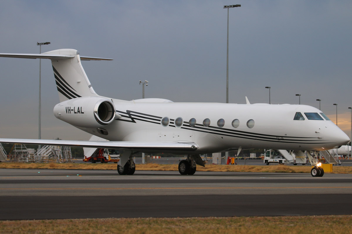 VH-LAL Gulfstream Aerospace G550 (GV-SP) (MSN 5259) owned by Little Aviation Pty Ltd, at Perth Airport – Fri 4 April 2014. Photo © David Eyre