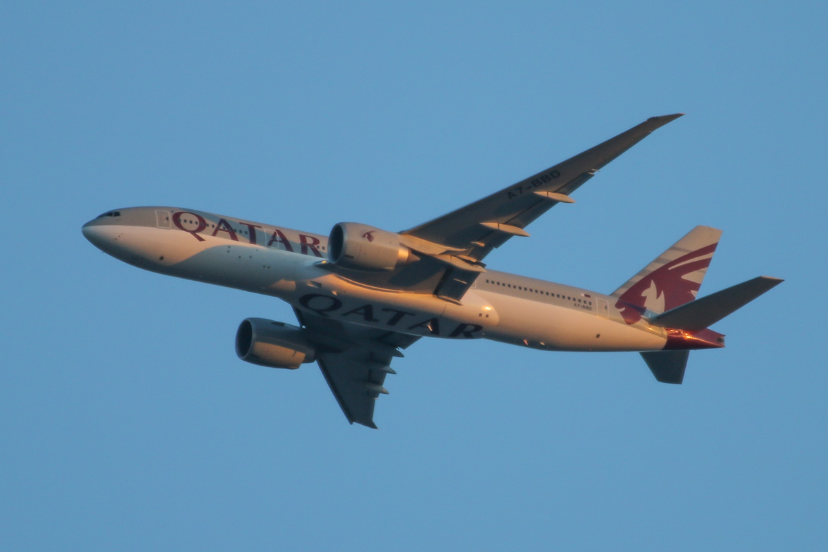 A7-BBD Boeing 777-2DZLR (MSN 36016/831) of Qatar Airways, named 'Al Zoor', over the northern suburbs of Perth – Tue 8 April 2014. Photo © David Eyre