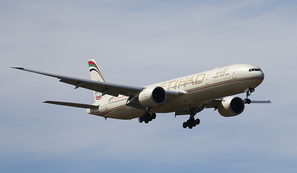 A6-ETN Boeing 777-3FXER (MSN 39689/1086) of Etihad, at Perth Airport – Thu 17 April 2014. Photo © Keith Anderson