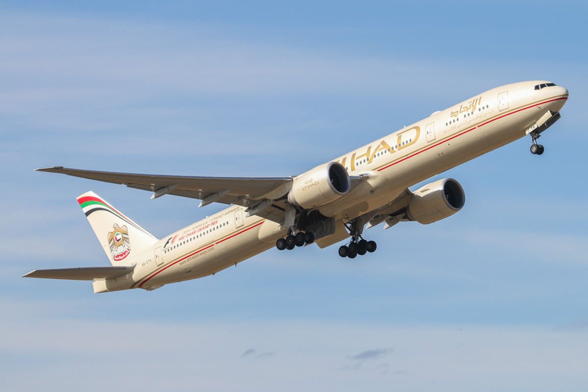 A6-ETN Boeing 777-3FXER (MSN 39689/1086) of Etihad, at Perth Airport – Thu 17 April 2014. Photo © David Eyre