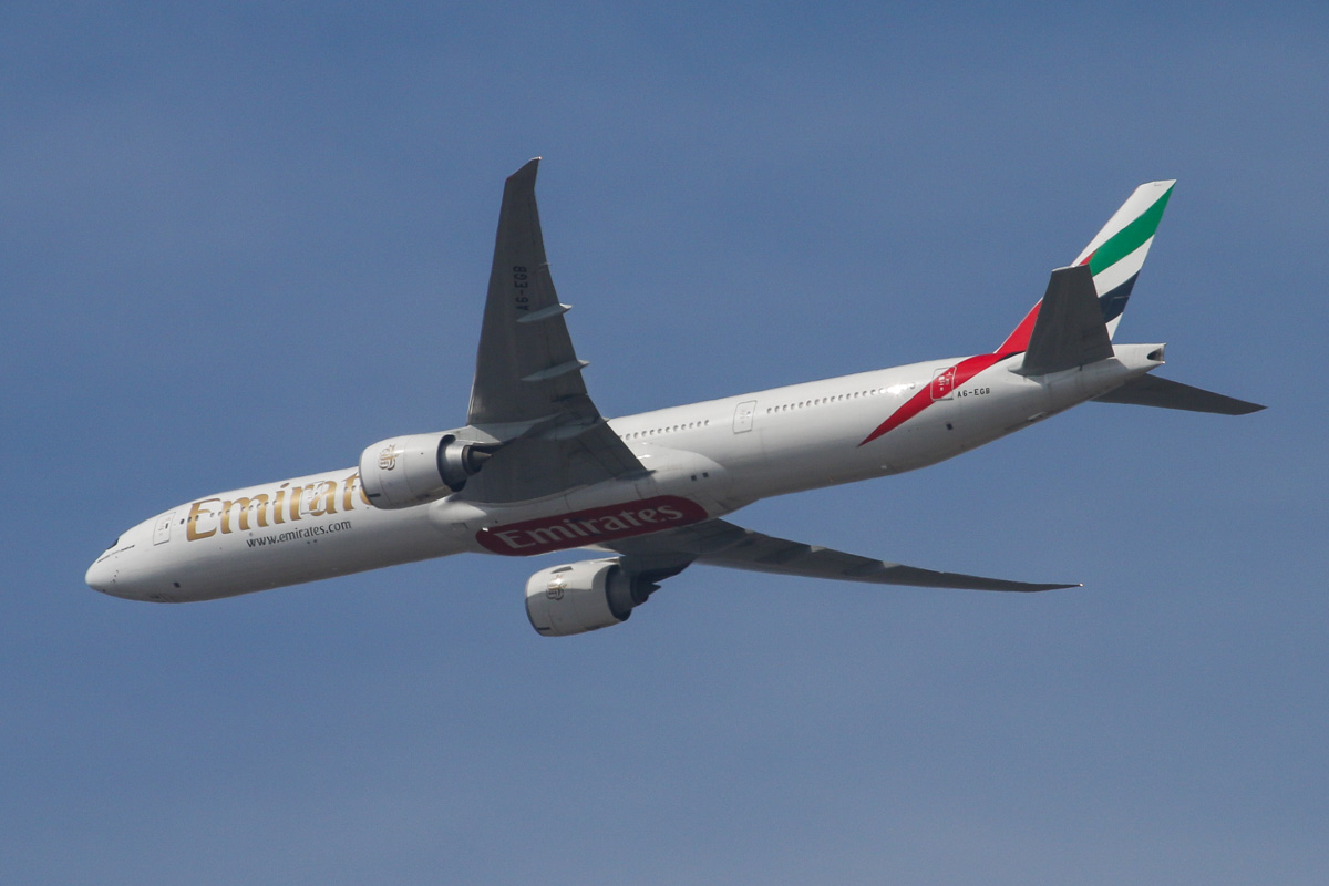 A6-EGB Boeing 777-31H ER (MSN 38985/929) of Emirates, over the northern suburbs of Perth – Sun 20 April 2014. Photo © David Eyre