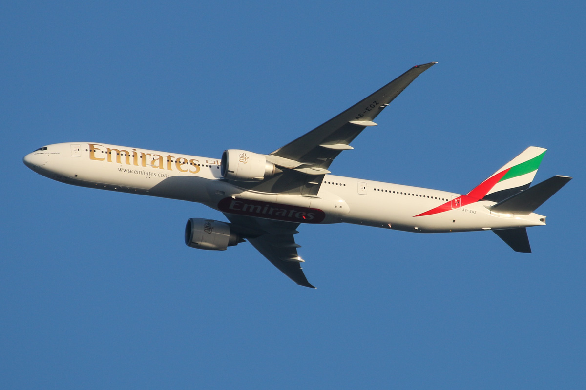A6-EGZ Boeing 777-31H ER (MSN 41081/1044) of Emirates, over the northern suburbs of Perth – Mon 28 April 2014. Photo © David Eyre