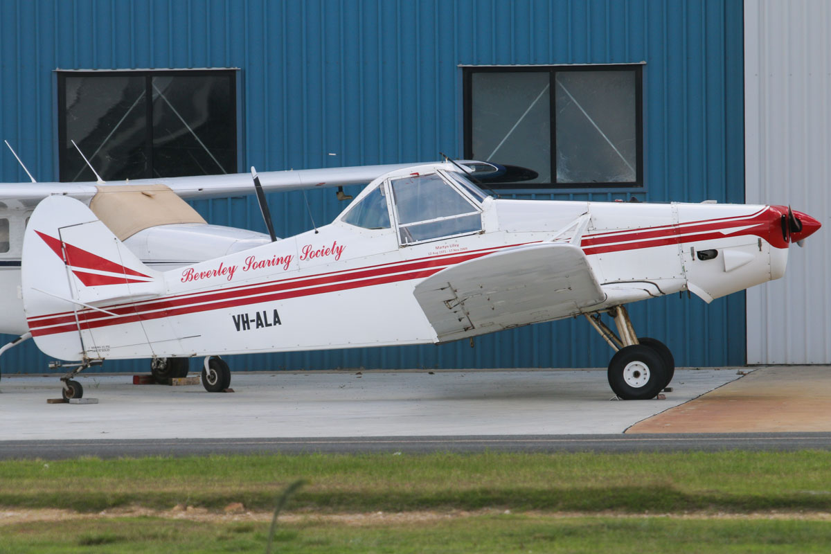 VH-ALA Piper PA-25-235 Pawnee B (MSN 25-3795) Beverley Soaring Society , at Jandakot Airport – Sat 17 May 2014. Photo © David Eyre