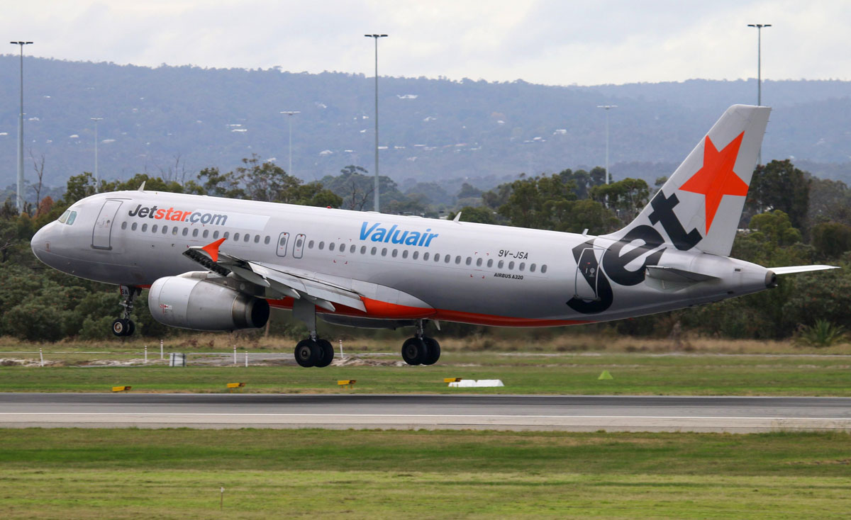 9V-JSA Airbus A320-232 (MSN 2316) of Jetstar Asia, with Valuair titles, at Perth Airport – Thu 22 May 2014. Photo © Steve Jaksic