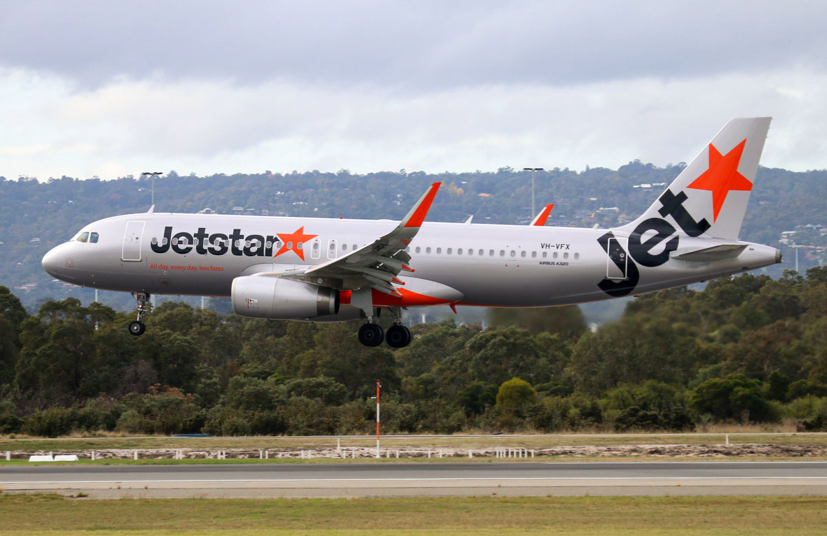 VH-VFX Airbus A320-232 (sharklets) (MSN 5871) of Jetstar, at Perth Airport – Thu 22 May 2014. Photo © Steve Jaksic